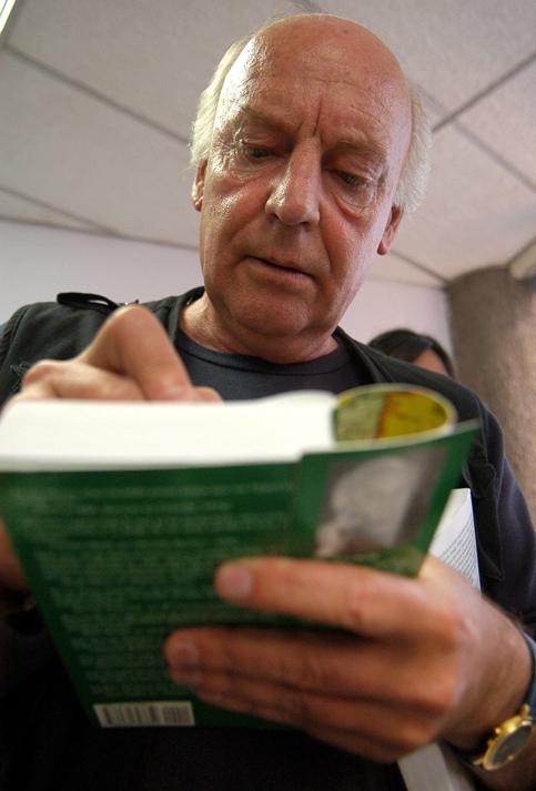 EDUARDO GALEANO HONORIS CAUSA DE LA UES