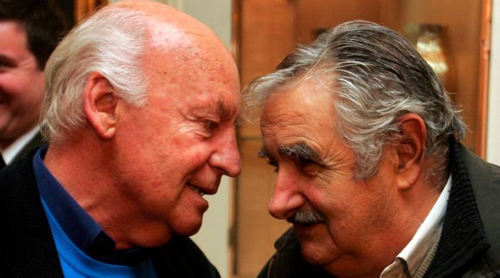 ESCRITOR URUGUAYO EDUARDO GALEANO RECIBE CONDECORACIÓN ARGENTINA
